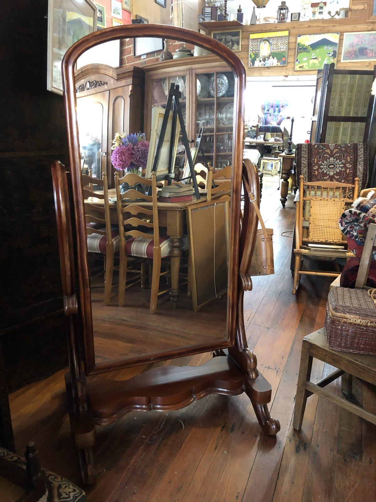 190. Dressing Mirror